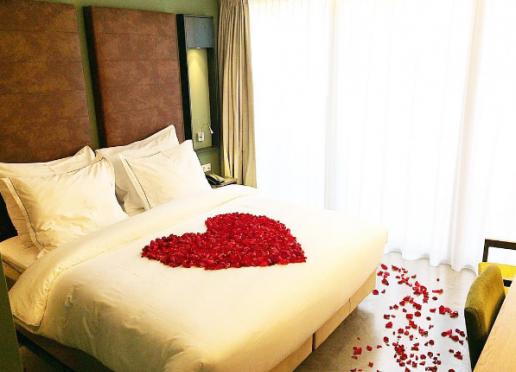 Getting married at Hotel De Hallen